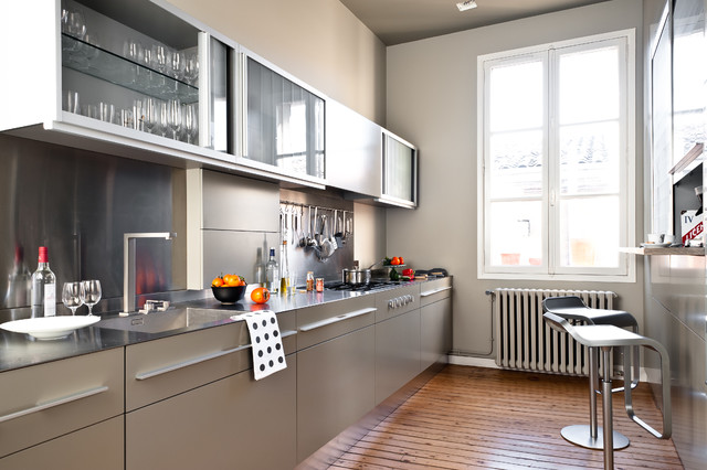 Appartement de type haussmannien contemporain cuisine - Idee cuisine americaine appartement ...