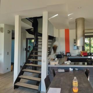 Avant apr s am nagement int rieur d 39 une maison - Maison renovee savoyarde ciel atelier ...