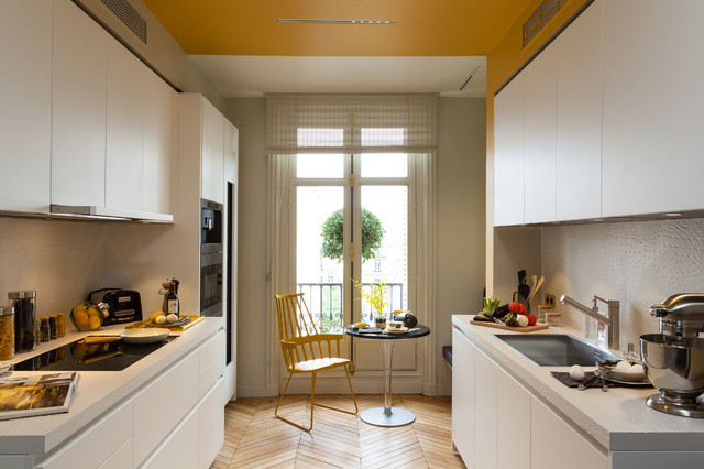 Eat-in kitchen - mid-sized contemporary galley eat-in kitchen idea in Paris with a single-bowl sink, concrete countertops, white backsplash, cement tile backsplash, flat-panel cabinets and white cabinets
