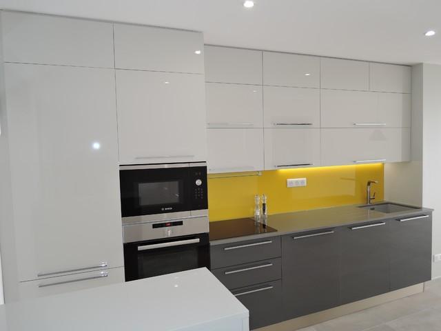 Cr ation cuisine modern kitchen montpellier by un for Houzz cuisine moderne