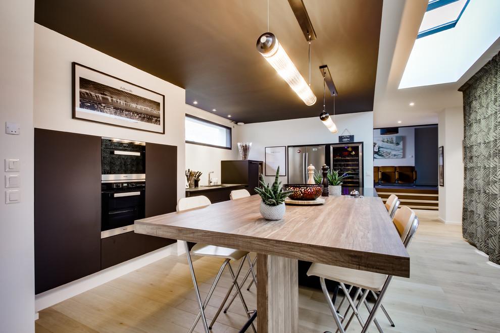 Création d'une cuisine dans les tons sombres
