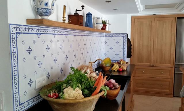 cr dence de cuisine faience ponchon classique chic cuisine paris par faience ponchon. Black Bedroom Furniture Sets. Home Design Ideas