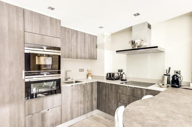 cuisine avec table manger int gr e et fours encastr s iq700 contemporain cuisine paris. Black Bedroom Furniture Sets. Home Design Ideas