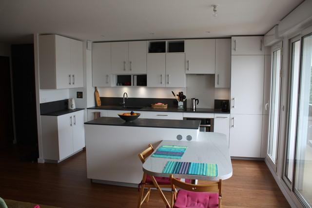 Cuisine Blanche Et Amenagement De Salon Modern Kitchen