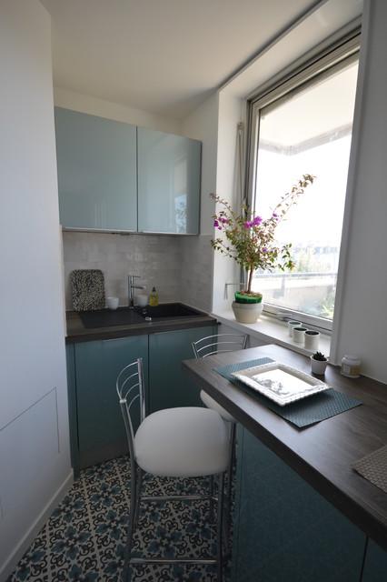 Cuisine bleu acier vintage - Midcentury - Kitchen - Paris - by ...