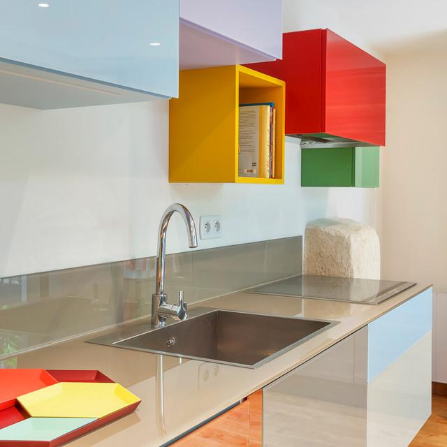 Cuisine coloré appartement parisien - Modern - Küche - Paris ...