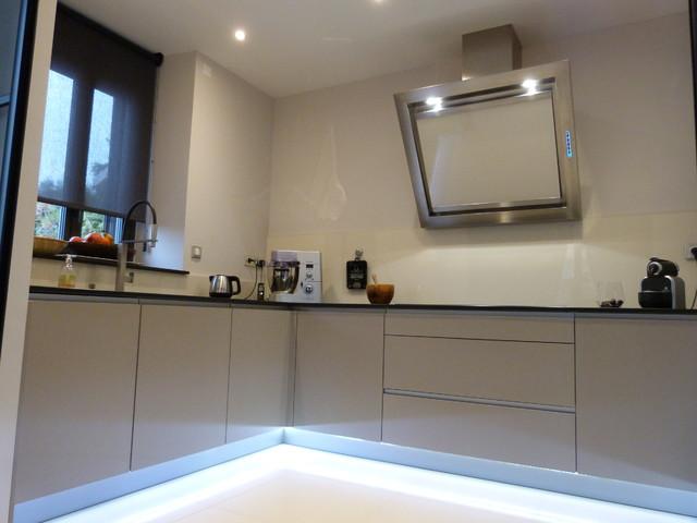 cuisine contemporain cuisine other metro par cuisines bonnefoy. Black Bedroom Furniture Sets. Home Design Ideas