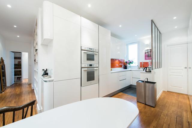 cuisine d 39 angle totale look blanc avec verri re moderne cuisine other metro par s verine. Black Bedroom Furniture Sets. Home Design Ideas
