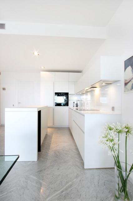 Cuisine Design Quartz Blanc Modern Kitchen Marseille By