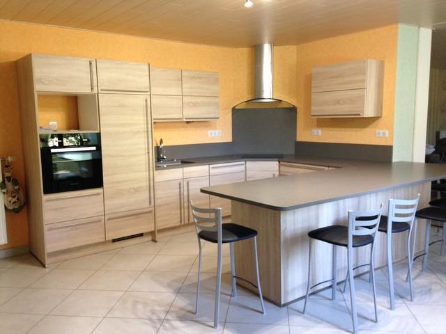 cuisine en ch ne de virginie avec plan de travail quartz. Black Bedroom Furniture Sets. Home Design Ideas