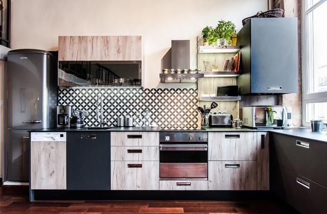 Cuisine esprit atelier vintage bois brut et noir for Facade porte cuisine bois brut