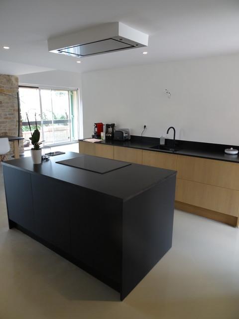cuisine haut de gamme chene flamm naturel plan granit nero assoluto mat industriel cuisine. Black Bedroom Furniture Sets. Home Design Ideas