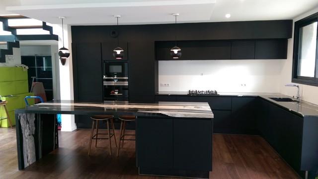 Cuisine Laque Noir Granit Black Horse Contemporary Kitchen