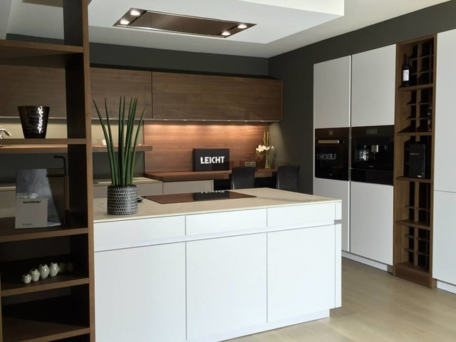 Cuisine leicht laque et noyer contemporary kitchen