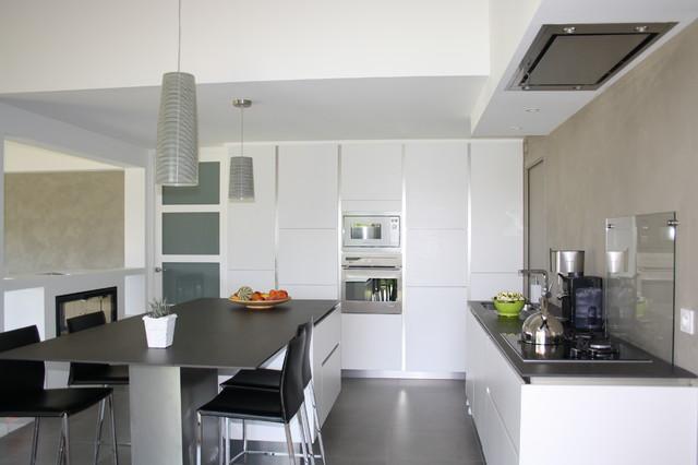 Cuisine Moderne et confortable pour maison atypique - Modern ...