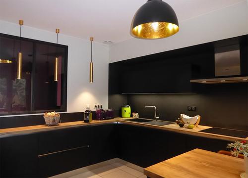 Top 20 Interior Designers That Are A Staple In Toulouse's ID World! cuisine noir et bois futur interieur img 832101a70c51da63 8 5163 1 0cba0f7