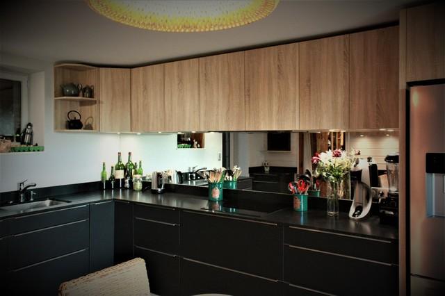 Cuisine noir mat ch ne clair et granit zimbabwe modern for Kitchen designs harare