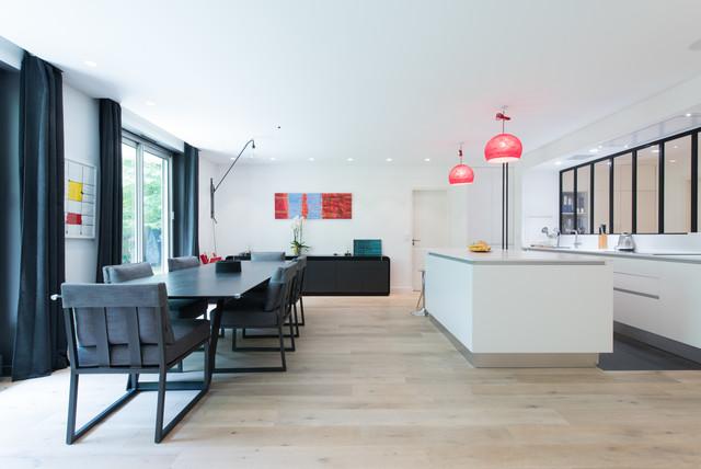 cuisine ouvert avec lot central dans une finition blanc mat moderne cuisine paris par. Black Bedroom Furniture Sets. Home Design Ideas