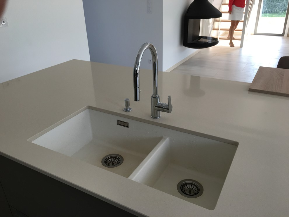 Best Quartz Worktop Colours for Modern Kitchen Worktops