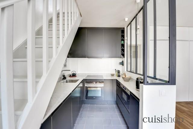 cuisine sous escalier en u. Black Bedroom Furniture Sets. Home Design Ideas