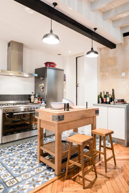 choppe bordelaise sur lev e industrial kitchen. Black Bedroom Furniture Sets. Home Design Ideas