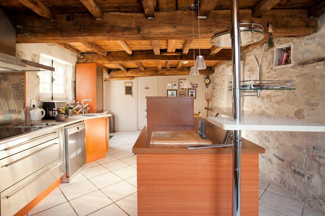 ferme basque interieur exterieur campagne cuisine bordeaux par photo immo basque. Black Bedroom Furniture Sets. Home Design Ideas