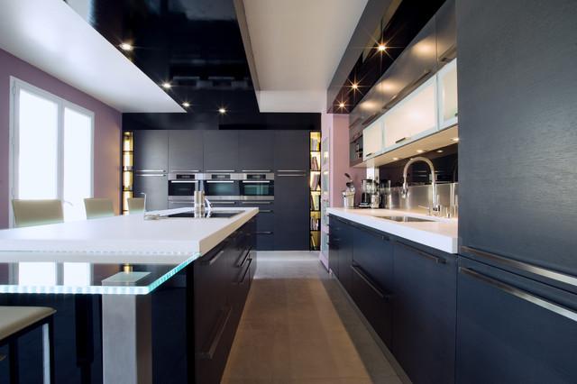cuisine design italienne cuisine ouverte sur salon de. Black Bedroom Furniture Sets. Home Design Ideas
