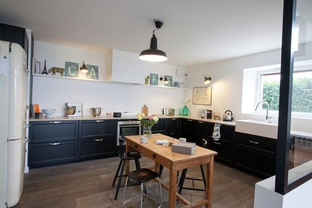 grande cuisine d 39 une ferme r nov e industriel lyon par marque de fabrik. Black Bedroom Furniture Sets. Home Design Ideas