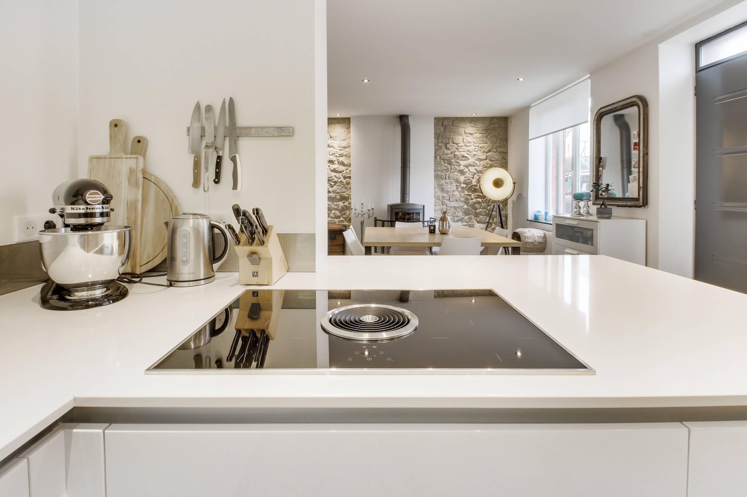 Inspiration scandinave pour une cuisine blanche et bois