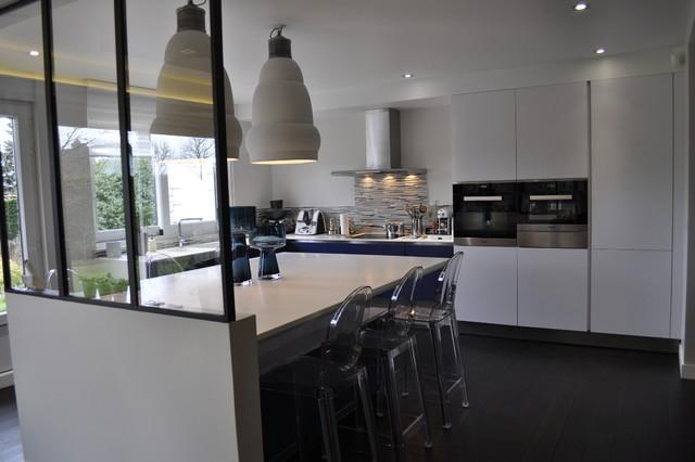 Maison familiale contemporaine cuisine for Cuisine contemporaine