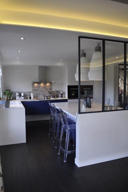 Maison familiale contemporaine cuisine et salle manger for Salle a manger complete contemporaine