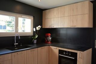 Nouvelle cuisine en bois et noir - Modern - Kitchen - Paris - by ...