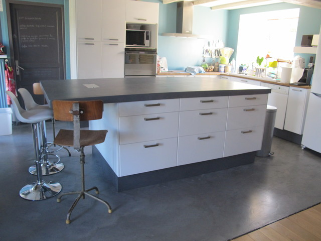 Plan de travail en b ton cir contemporary kitchen other metro by cod - Beton cire plan de travail ...