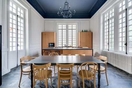 tendance les plafonds de couleur structurent la d co femme actuelle. Black Bedroom Furniture Sets. Home Design Ideas