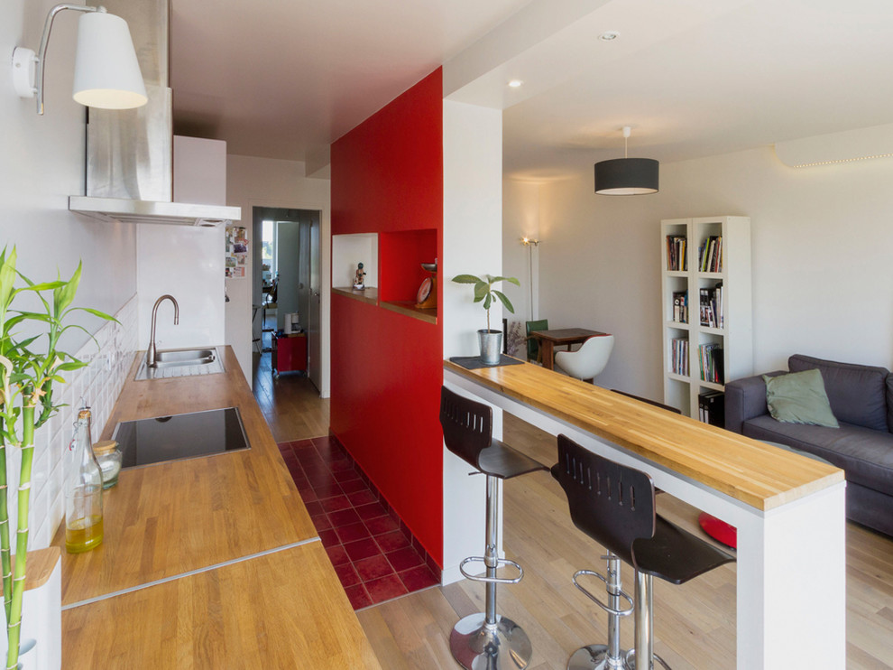 Mid-sized trendy single-wall open concept kitchen photo in Nantes with an island