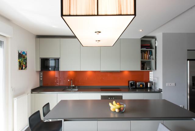 Projet cuisine salon linéaire avec grand îlot central - Modern ...