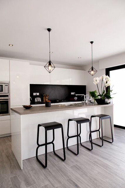Projet r contemporary kitchen rennes by leicht for Suspension moderne noir