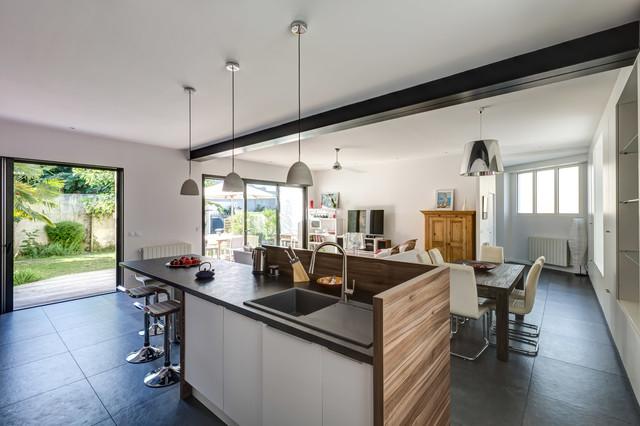 Renaissance d 39 une maison familiale contemporain for Interieur maison moderne cuisine