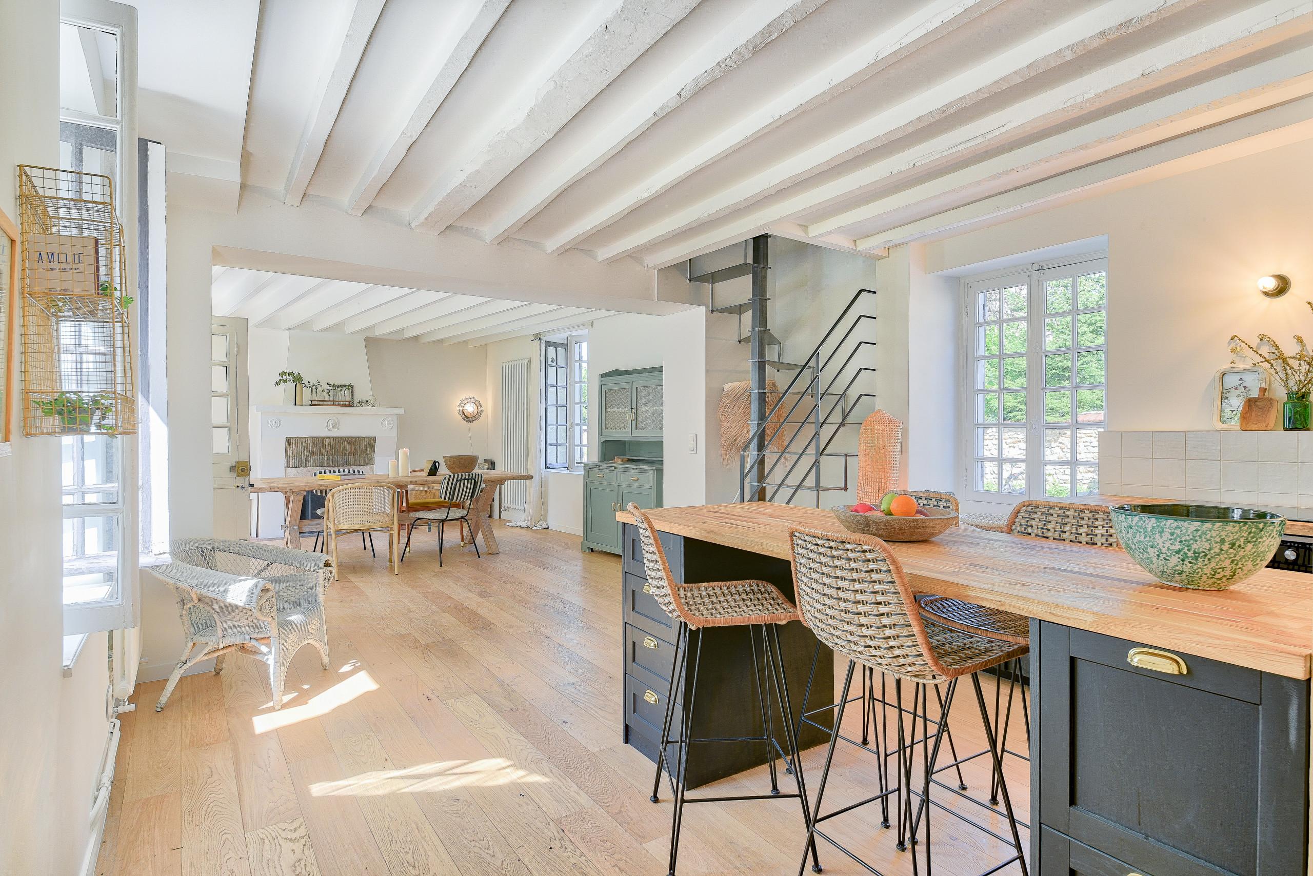 Rénovation d'un corps de ferme de 365 m2 - La cuisine