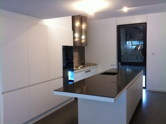 sans poign es moderne cuisine nantes par les ateliers st phane lamour. Black Bedroom Furniture Sets. Home Design Ideas
