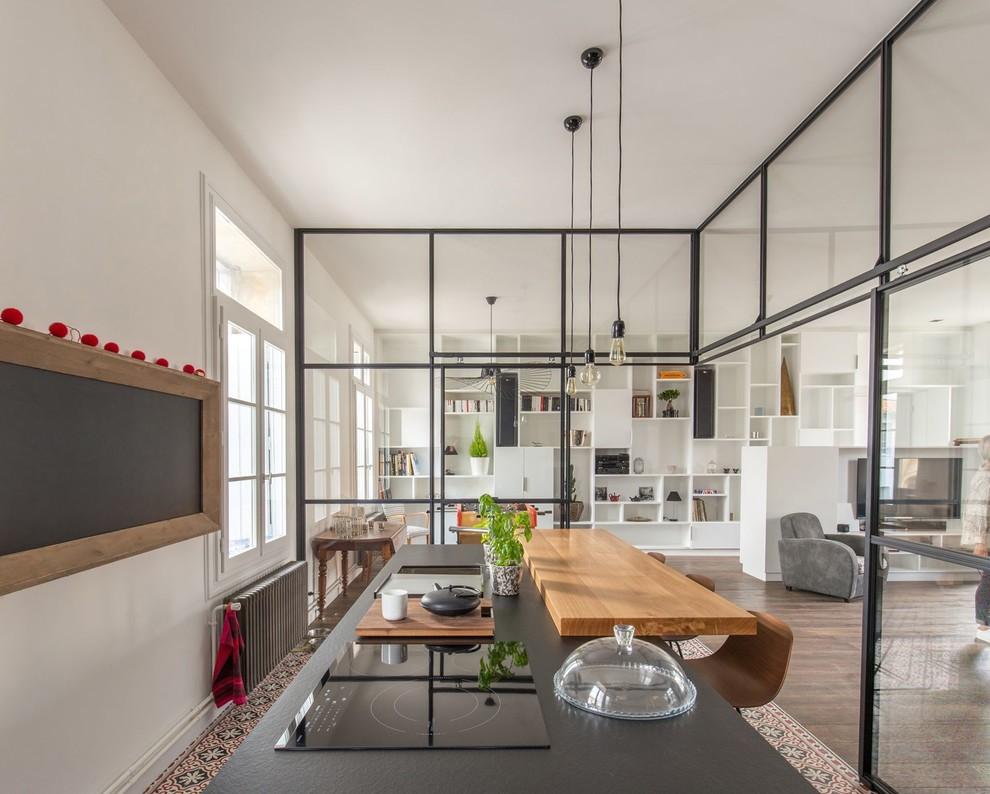 Esempio di una cucina industriale con pavimento multicolore