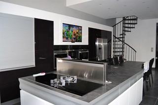 table de cuisson hotte int gr e au plan de travail contemporain cuisine paris par. Black Bedroom Furniture Sets. Home Design Ideas