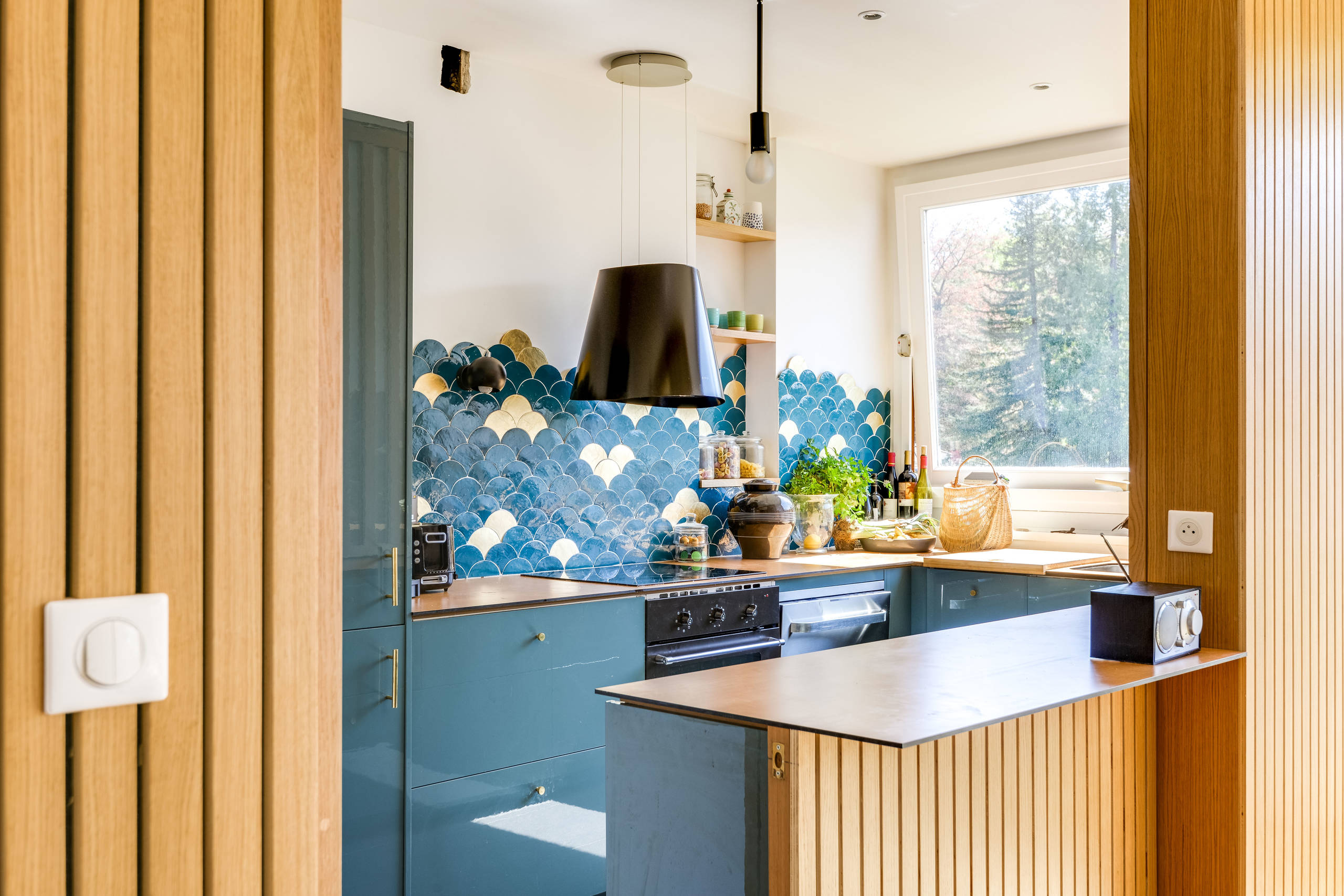 75 Beautiful Kitchen With Blue Cabinets And Laminate Countertops Pictures Ideas November 2020 Houzz