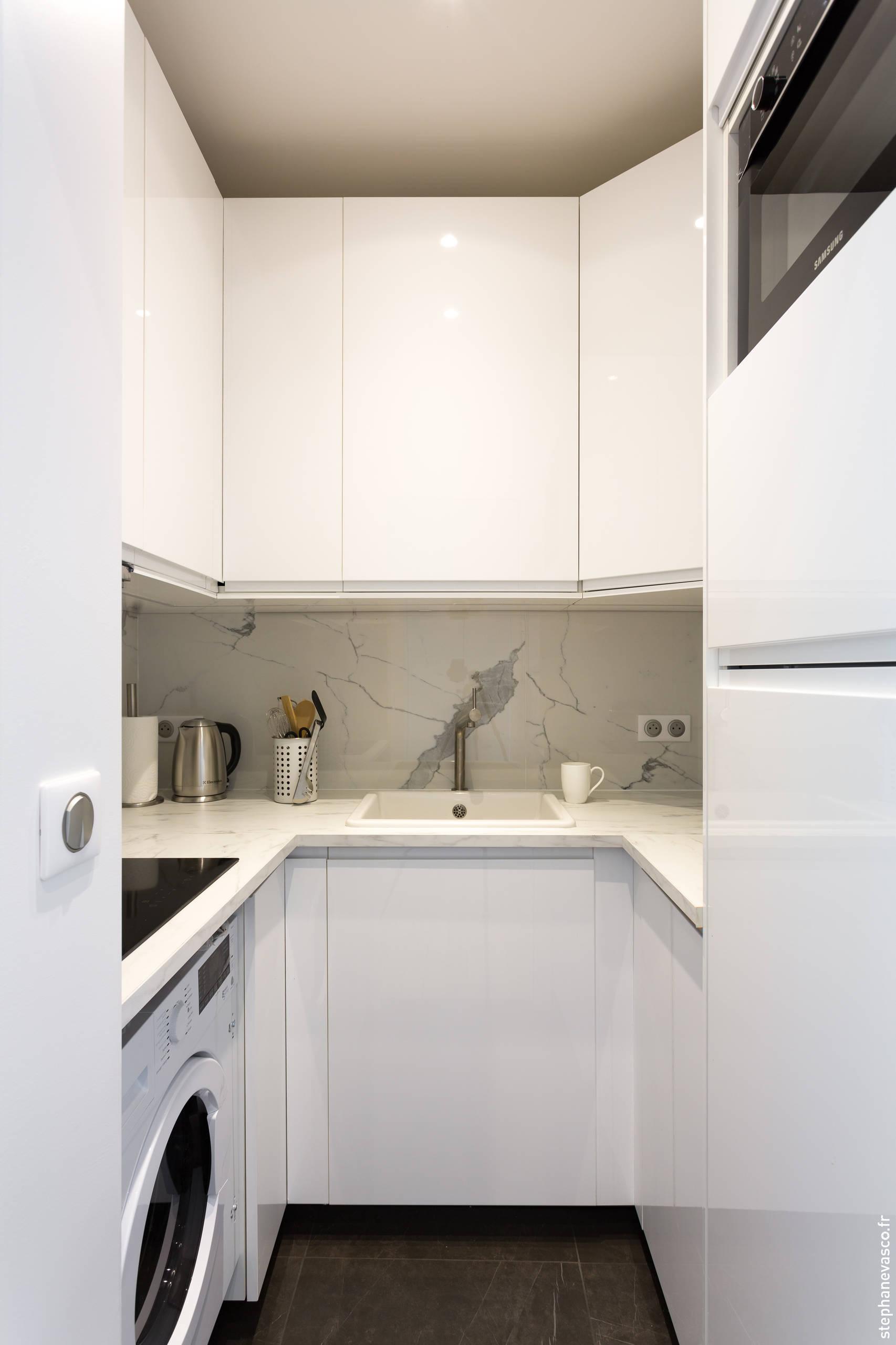 Une cuisine compacte qui a tout d'une grande