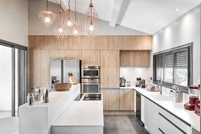 villa carqueirane cuisine contemporaine contemporain cuisine marseille par bart. Black Bedroom Furniture Sets. Home Design Ideas