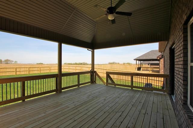 51 Farmington, Clarksville TN  37043 modern-deck
