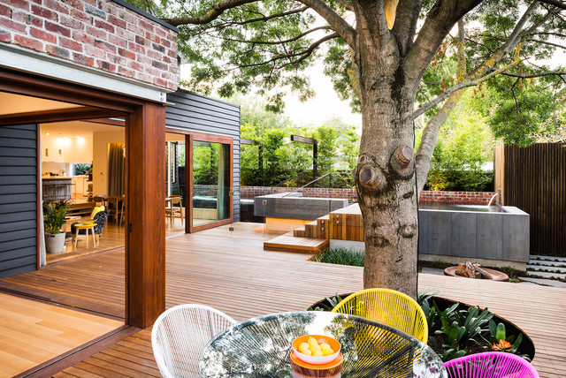 Example Of A Trendy Backyard Water Fountain Deck Design In Melbourne