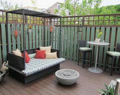 An Indoor & Outdoor Oasis transitional-deck