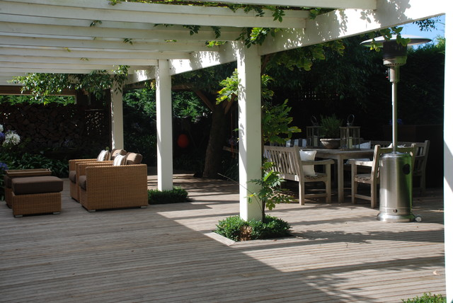 Andrew renn design beautiful gardens of melbourne for Beautiful garden decking