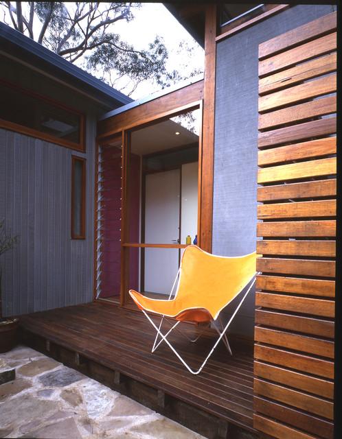 Avalon Beach House beach-style-deck